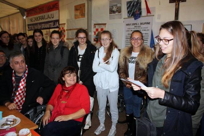 Učenice Ženske opće gimnazije posjetile hrvatske branitelje
